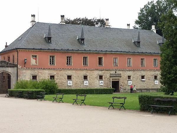 Bývalá konírna na zámku Sychrov
